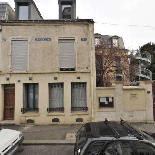 les Indignes Constructifs - Tribunal et centre de médiation - Montreuil