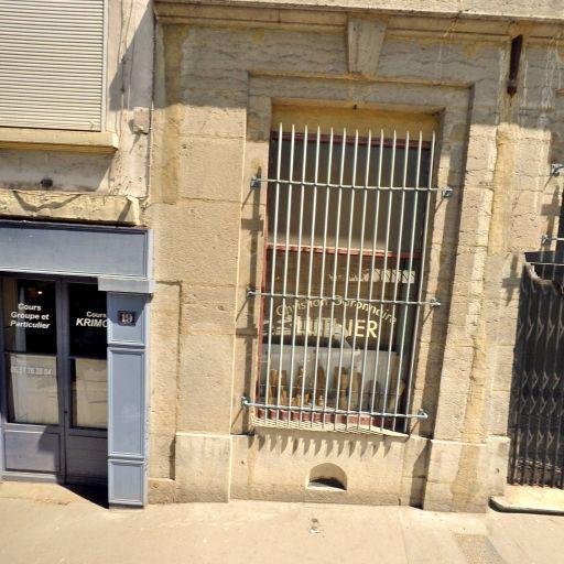 Away Hostel & Coffee Shop - Hôtel - Lyon