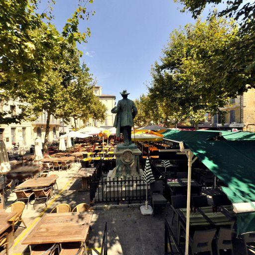 Monument en hommage à Frédéric Mistral - Attraction touristique - Arles