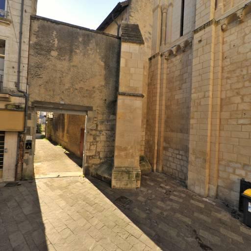 Église Saint-Porchaire - Attraction touristique - Poitiers