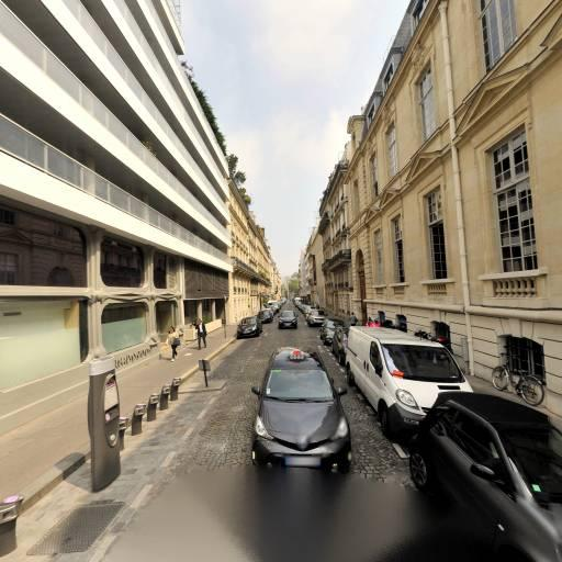 Station Vélib' Bassano - Iéna - Vélos en libre-service - Paris