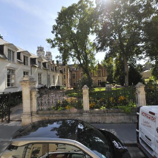 Jardin De l'Hôtel Groslot - Parc et zone de jeu - Orléans