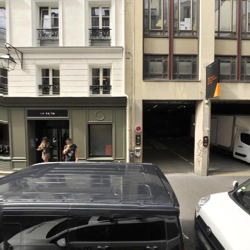 Azzedine Alaïa - Fabrication de vêtements - Paris