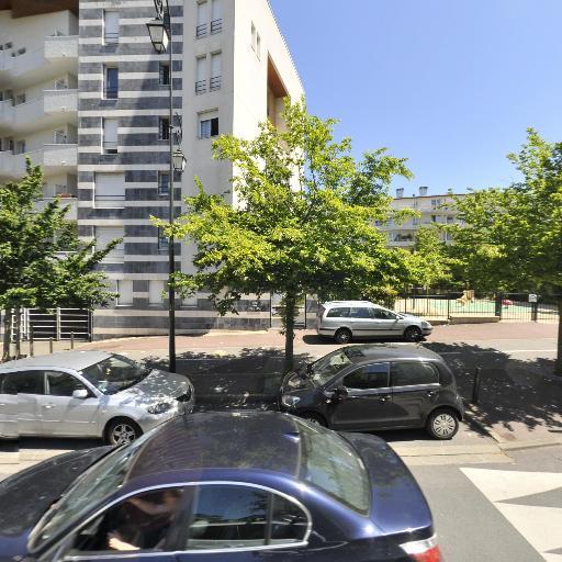 Fatma Oznisan - Coiffeur - Saint-Germain-en-Laye