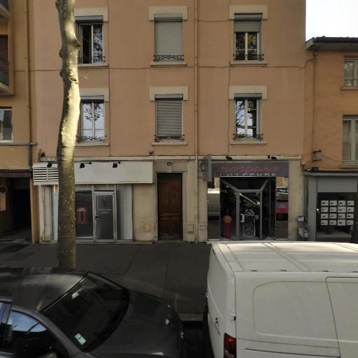 Chloé Bohan - Soins hors d'un cadre réglementé - Lyon