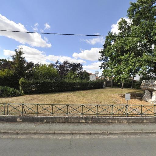Pierre Levée - Attraction touristique - Poitiers