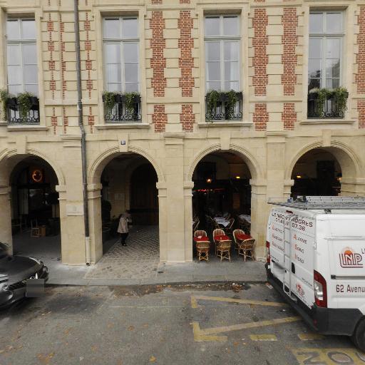 Cour Des Vosges - Agence immobilière - Paris